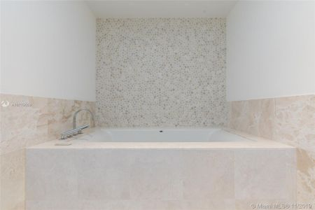 17121 Collins Ave #1507 photo045