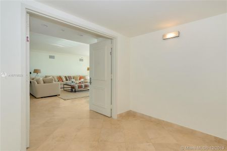 1000 S Pointe Dr #802 photo03