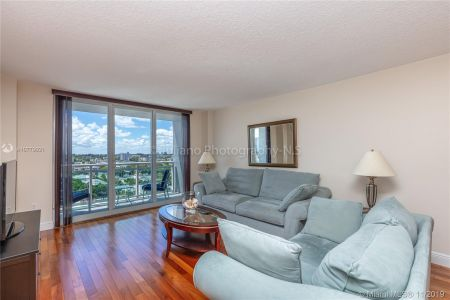 6917 Collins Ave #1024 photo08