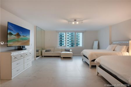 2301 Collins Ave #1014 photo02