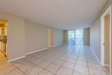 6039 Collins Ave #636 photo05
