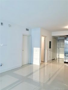 1300 Brickell Bay Dr #910 photo010