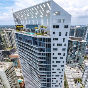 1300 Brickell Bay Dr #910 photo02