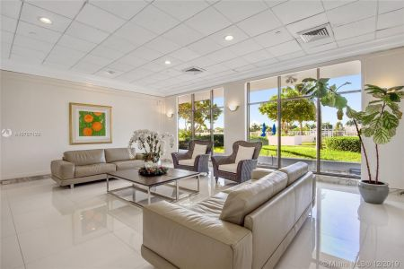 5700 Collins Ave #8N photo02