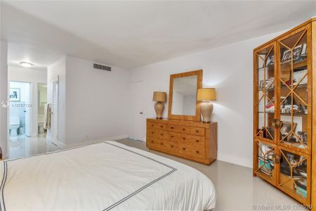 5700 Collins Ave #8N photo07