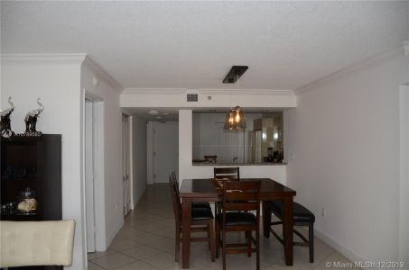 5757 Collins Ave #402 photo014