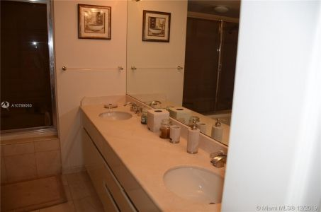 5757 Collins Ave #402 photo06