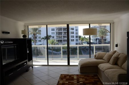 5757 Collins Ave #402 photo09