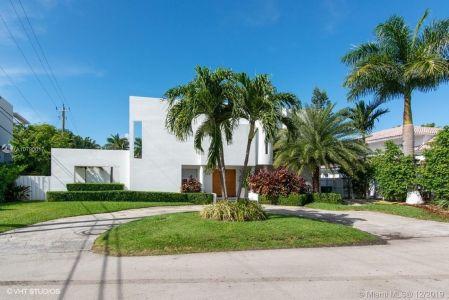 Tropical Isle Homes - 524 Ridgewood Rd, Key Biscayne, FL 33149