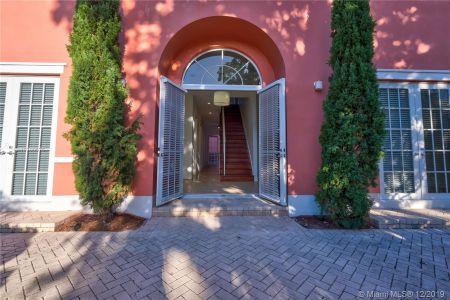 2426 S Miami Ave photo01