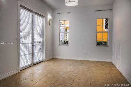 2426 S Miami Ave photo010