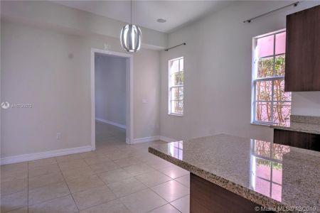 2426 S Miami Ave photo015