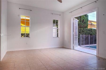 2426 S Miami Ave photo020