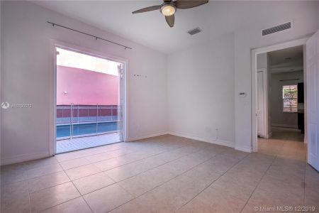 2426 S Miami Ave photo021