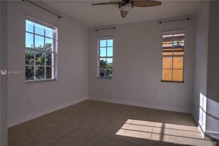 2426 S Miami Ave photo034