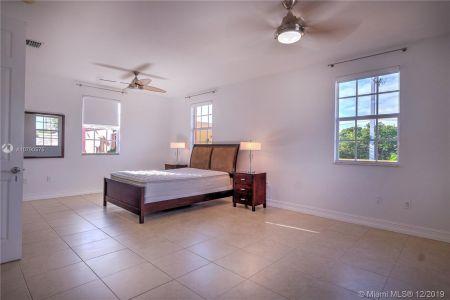 2426 S Miami Ave photo046
