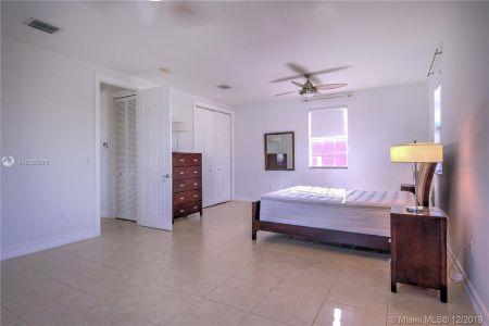 2426 S Miami Ave photo047