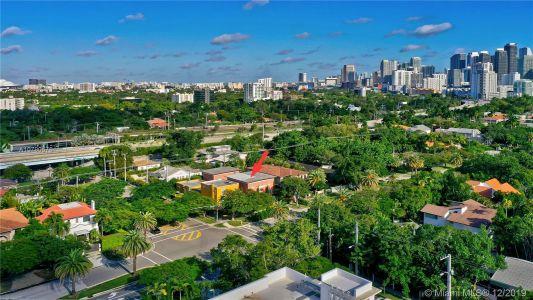 2426 S Miami Ave photo055