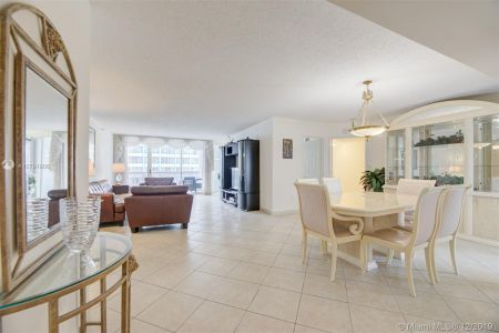 16711 Collins Ave #701 photo02