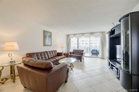 16711 Collins Ave #701 photo03