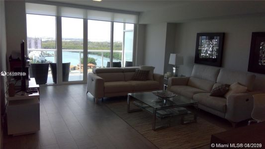 400 E Sunny Isles Blvd #1916 photo02