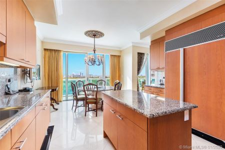 10101 Collins Ave #6A photo07