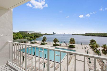Arlen House #302 - 300 Bayview Dr #302, Sunny Isles Beach, FL 33160