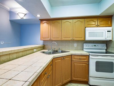 5401 Collins Ave #129 photo011