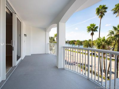 5401 Collins Ave #129 photo04