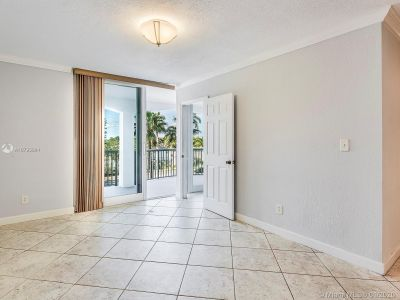 5401 Collins Ave #129 photo06