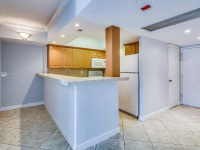 5401 Collins Ave #129 photo07