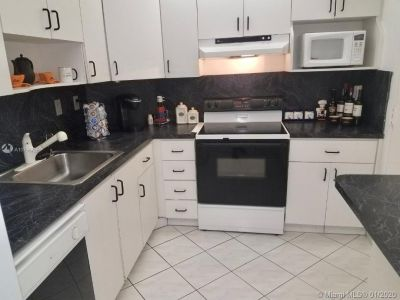 300 Bayview Dr #209 photo011