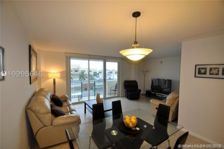 9195 Collins Ave #506 photo03