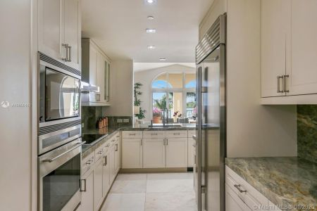2042 Fisher Island Dr #2042 photo07