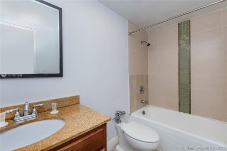 5445 Collins Ave #424 photo020
