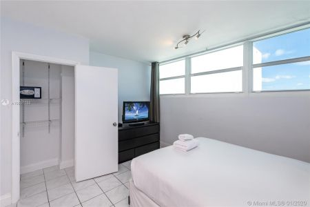 5445 Collins Ave #424 photo09