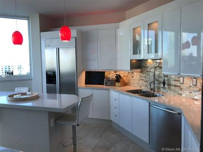 300 S Pointe Dr #903 photo011