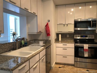 888 Brickell Key Dr #1609 photo09