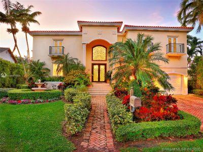 Tropical Isle Homes - 460 Palmwood Ln, Key Biscayne, FL 33149