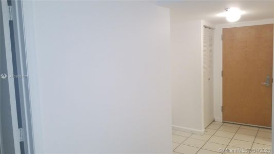 1200 Brickell Bay Dr #1619 photo023