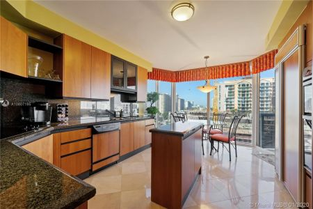 17555 Collins Ave #801 photo03
