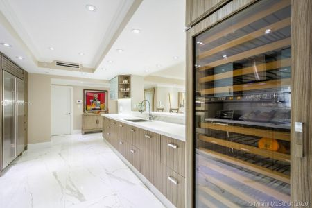 10205 Collins Ave #1004- RENOVATED photo010