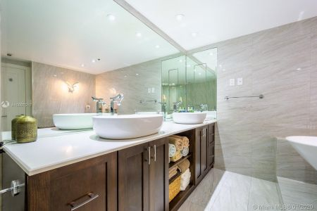 10205 Collins Ave #1004- RENOVATED photo014