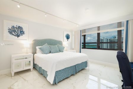 10205 Collins Ave #1004- RENOVATED photo019