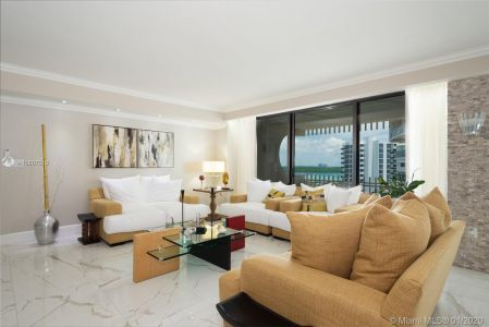 10205 Collins Ave #1004- RENOVATED photo02