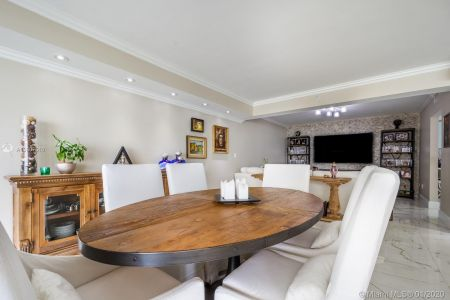 10205 Collins Ave #1004- RENOVATED photo04