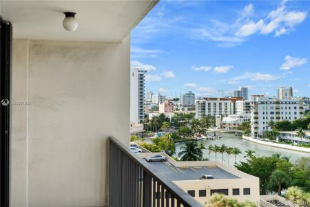 2625 Collins Ave #909 photo015