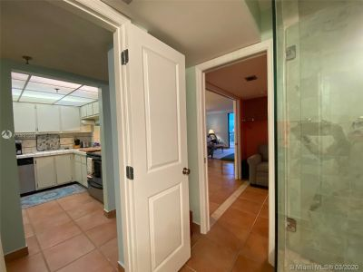 2625 Collins Ave #909 photo020