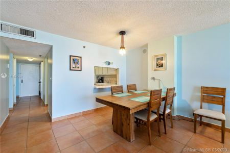 2625 Collins Ave #909 photo05