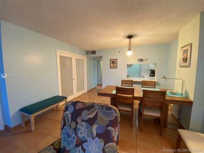 2625 Collins Ave #909 photo06